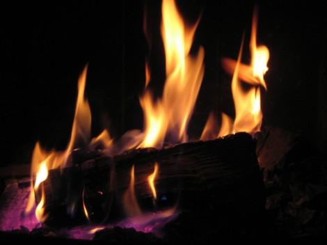 file00084610609fireplace roasting christmas